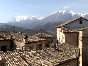 Colour photograph showing the view, taken just a few hours after the Abruzzo Earthquake, looking towards L'Aquila over the snow-capped Sibillini Mountains. Click to enlarge. Photograph taken by CJ Walsh from within the historical centre of Amandola, 70 Km away. 2009-04-06.