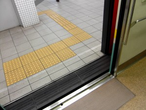 Colour photograph showing Accessibility-for-All in Kyoto, Japan. Photograph taken by CJ Walsh. 2010-04-24. Click to enlarge.