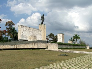Colour photograph showing the memorial in Plaza de la Revolución, Santa Clara, Cuba ... built to commemorate the 30th anniversary of the Battle for Santa Clara. Unveiled on 28 December 1988, it was designed by the Architect Jorge Cao Campos and the Sculptor José Delarra. The memorial complex also comprises the mausoleum of Che Guevara and a museum. Photograph by CJ Walsh. 2007-04-14. Click to enlarge.
