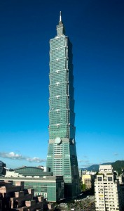 Colour photograph showing the Taipei 101 Tower, in Taiwan ... which was completed in 2004. Designed by C.Y. Lee & Partners Architects/Planners, Taiwan. Click to enlarge.